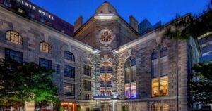 antigua cárcel que se convirtió en hotel de lujo en boston