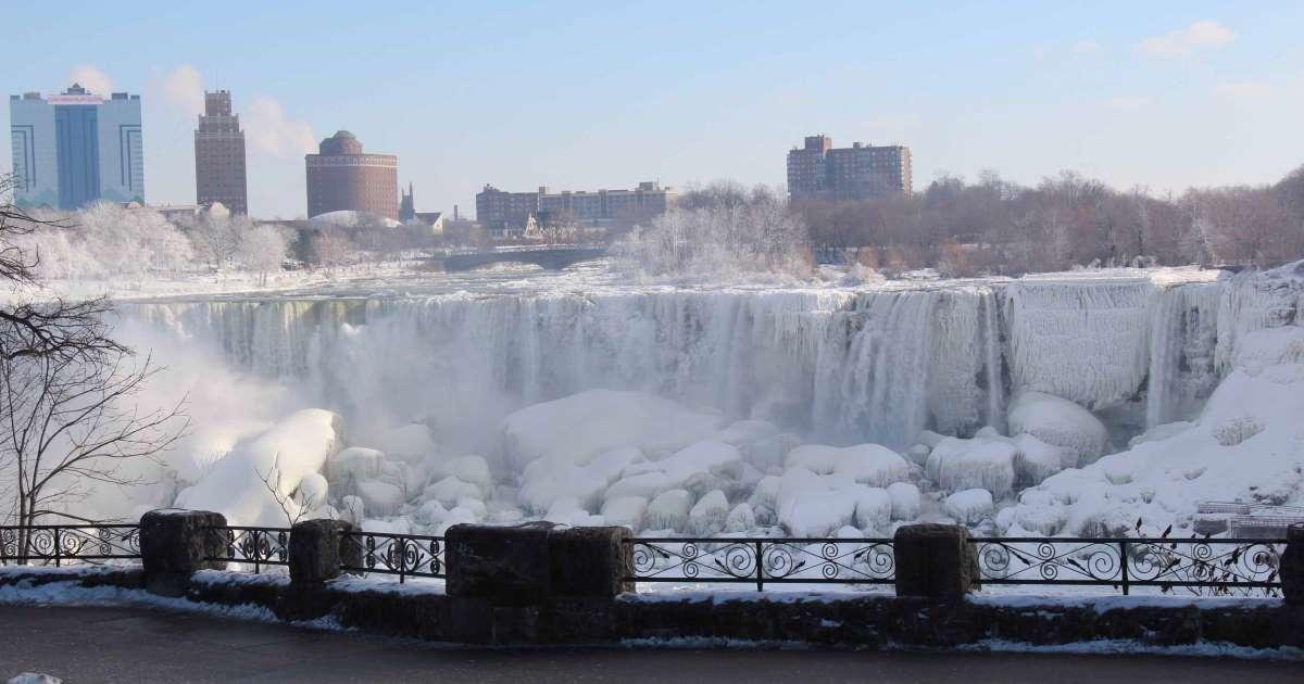 El espectáculo de las Cataratas del Niágara congeladas