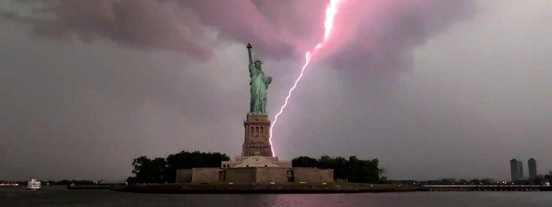 un rayo cayó en la estatua de la libertad